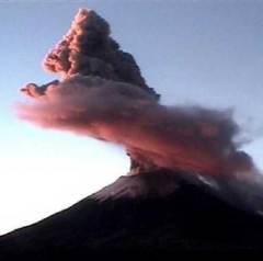 Activité volcanique du Popocatépetl  Activité volcanique du Popocatépetl le 1er décembre 2007. By Guano (Source : www.dinosoria.com)