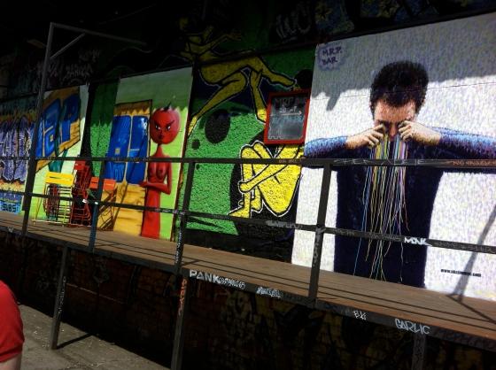 Chef d'œuvre graffiti dans un complexe en réhabilitation