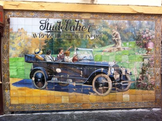 Panneau de faïence azulejos sur la Calle Tetuan à Séville