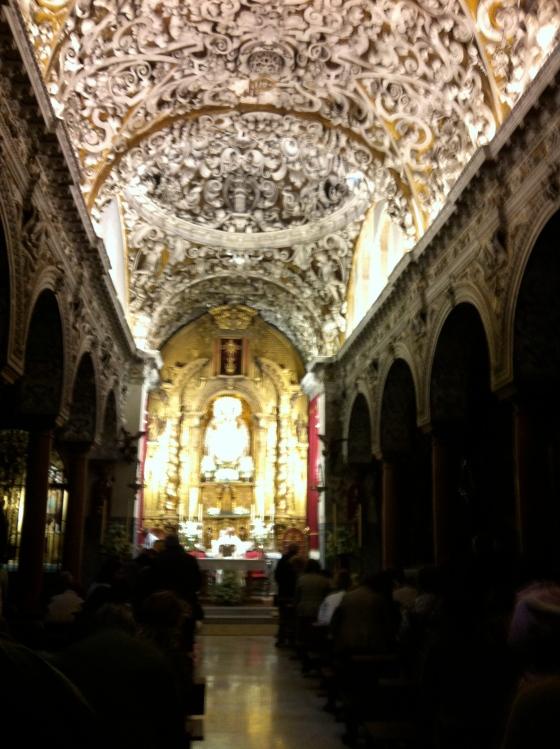 Fascinante voûte d'église à Séville