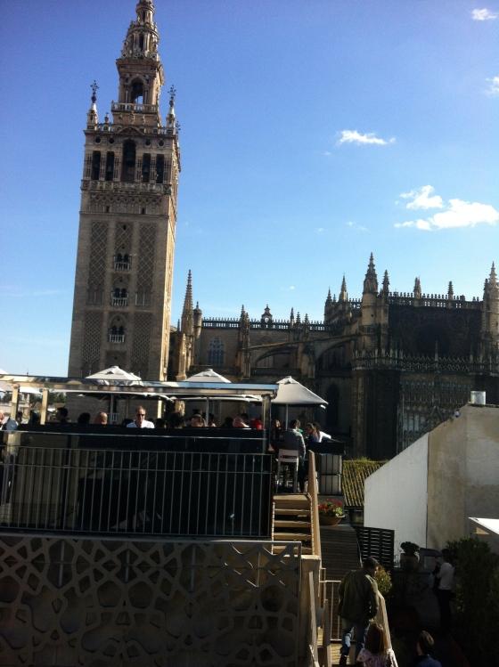 Vue de la Cathédrale de Séville de la terrasse de l'hôtel EME à Séville