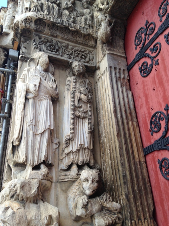 Sculptures de la façade de l'abbatiale romane Saint-Gilles